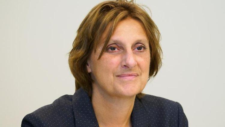 Britta Ernst (SPD), Brandenburger Ministerin für Bildung, schaut in die Runde. Foto: Soeren Stache/dpa-Zentralbild/ZB