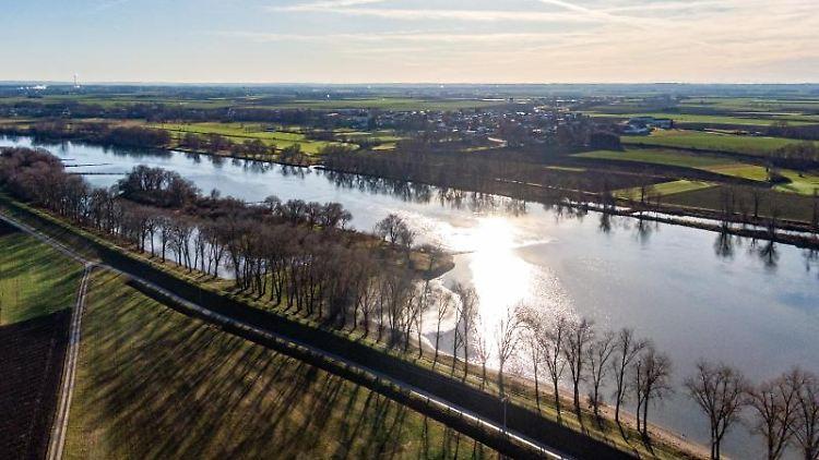 Die Donau fließt durch Niederbayern. Foto: Armin Weigel/dpa/Archivbild