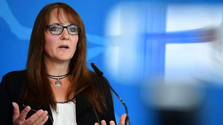 Brandenburgs Finanzministerin Katrin Lange (SPD) spricht bei einer Pressekonferenz. Foto: Soeren Stache/dpa-Zentralbild/dpa/Archivbild