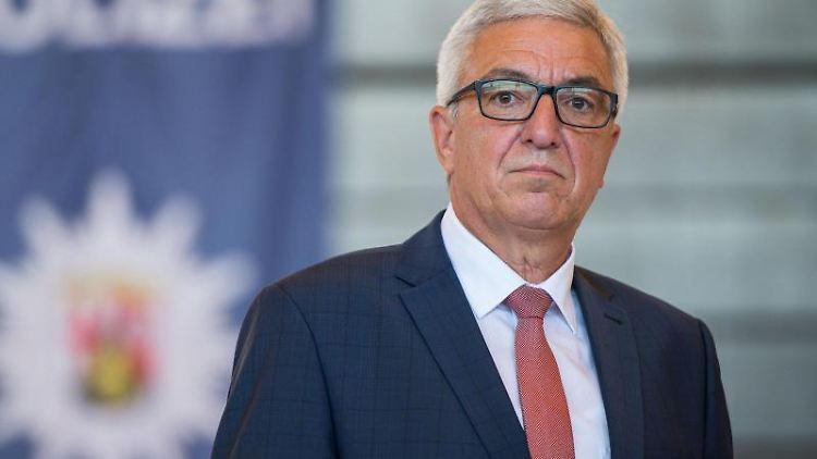 Der rheinland-pfälzische Innenminister Roger Lewentz (SPD). Foto: Oliver Dietze/dpa/Archivbild