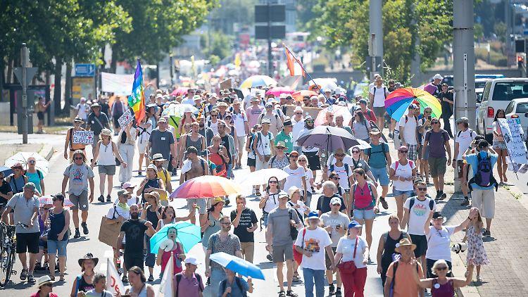 Vom Marienplatz aus zogen Protestler durch die Stuttgarter Innenstadt.