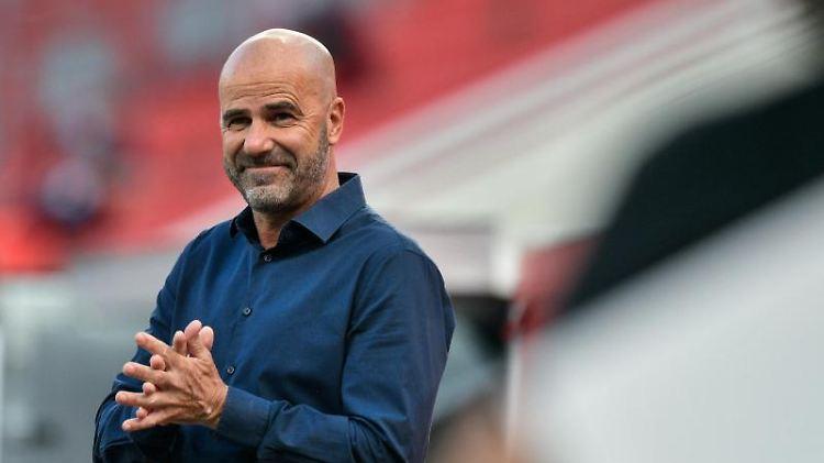 Peter Bosz, der Trainer von Bayer 04 Leverkusen. Foto: Sascha Schuermann/AFP-Pool/dpa/Archivbild