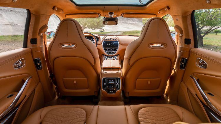Aston Martin DBX_12.jpg