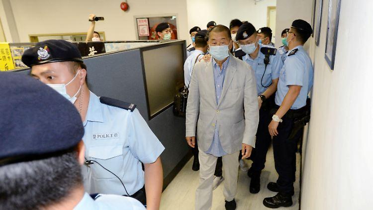 """Die Redaktionsräume von """"Apple Daily"""" wurden durchsucht und Lai festgenommen."""