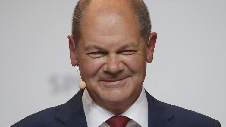 Olaf Scholz (SPD) nimmt an einer Pressekonferenz teil. Foto: Wolfgang Kumm/dpa