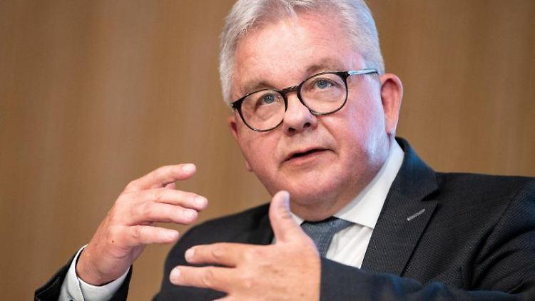 Guido Wolf (CDU), Justizminister von Baden-Württemberg, spricht zur Presse. Foto: Christoph Schmidt/dpa