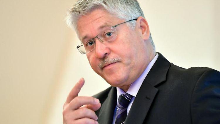 Der Hauptgeschäftsführer der Handwerkskammer Erfurt, Thomas Malcherek, spricht. Foto: Martin Schutt/dpa-Zentralbild/dpa/Archivbild