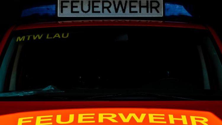 Ein Einsatzfahrzeug der Feuerwehr. Foto: Moritz Frankenberg/dpa