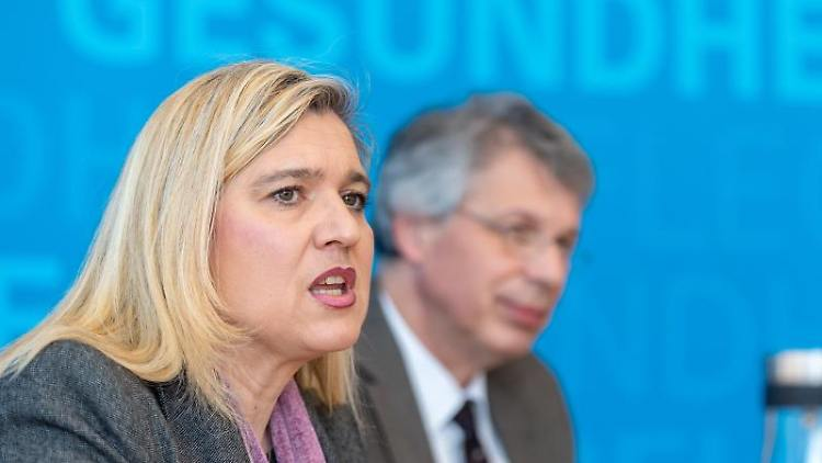 Melanie Huml (CSU) und Andreas Zapf. Foto: Peter Kneffel/dpa/Archivbild