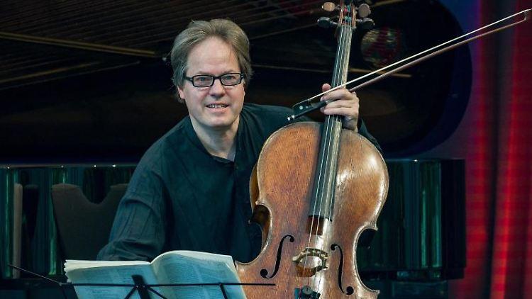 Jan Vogler bei einem Konzert. Foto: Patrick Pleul/dpa-Zentralbild/dpa/Archivbild
