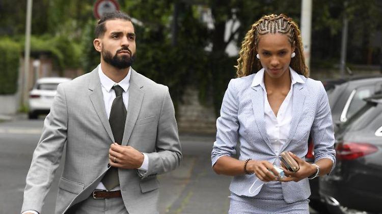 Basketballspieler Joshiko Saibou und seine Freundin, die Weitspringerin Alexandra Wester. Foto: Roberto Pfeil/dpa/Archivbild