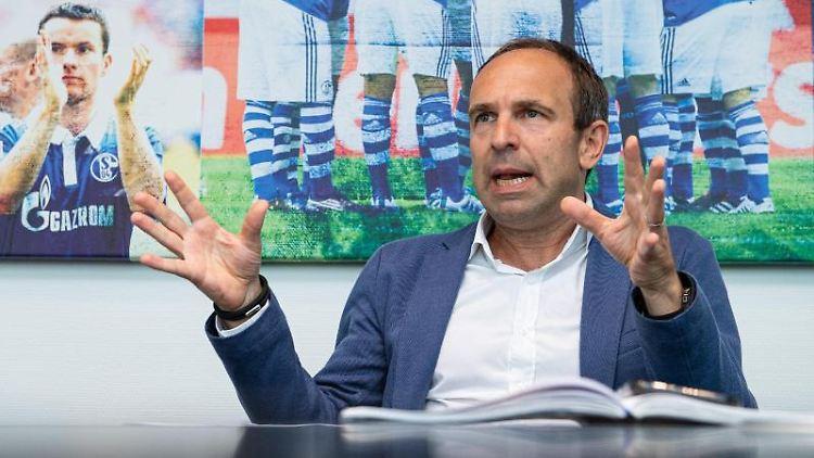 Alexander Jobst, Vorstand Marketing FC Schalke 04. Foto: Guido Kirchner/dpa/Archivbild