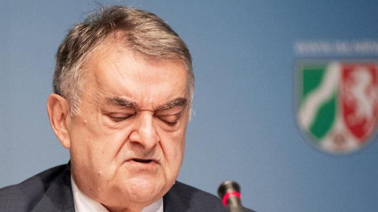 Herbert Reul (CDU), Innenminister von Nordrhein-Westfalen, spricht. Foto: Marcel Kusch/dpa