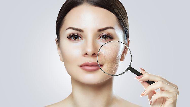Große Poren lassen sich durch bestimmte Maßnahmen optisch verkleinern.
