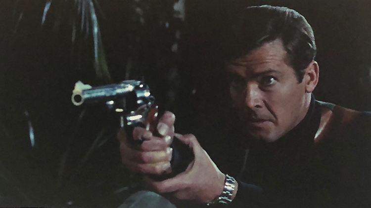 Y104-20 Roger Moore's Smith & Wesson Model 29 .44 magnum revolver.jpg