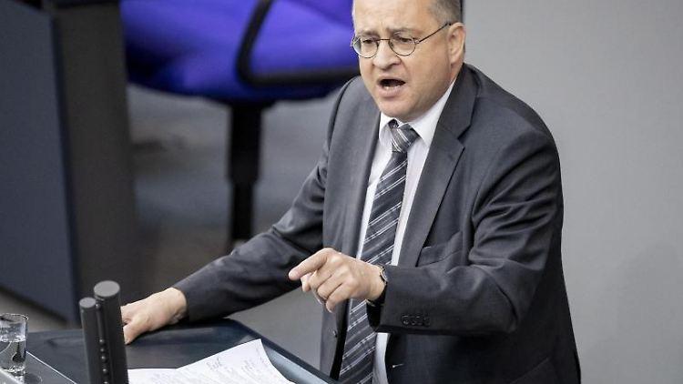 CDU-Bundestagsabgeordneter Arnold Vaatz spricht im Plenum des Bundestags. Foto: Christoph Soeder/dpa/Archivbild