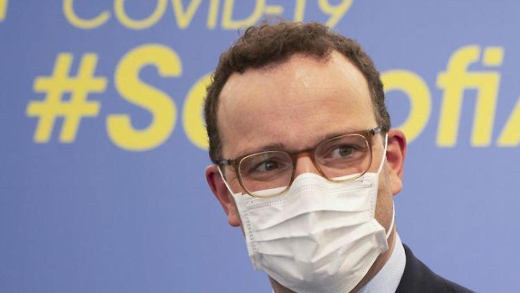 Bundesgesundheitsminister Jens Spahn (CDU) mit Mund-Nasen-Schutz. Foto: Frank Rumpenhorst/dpa