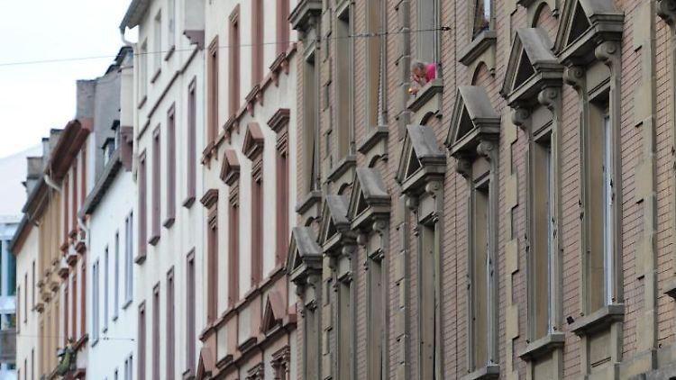 Häuserfronten sind in Frankfurt zu sehen. Foto: Arne Dedert/dpa/Symbolbild/Archiv