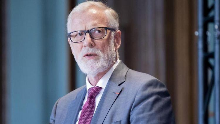 Rainer Robra (CDU), Kulturminister von Sachsen-Anhalt, spricht. Foto: Christoph Soeder/dpa