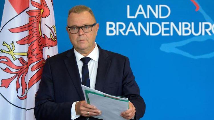 Michael Stübgen (CDU) bei einer Pressekonferenz. Foto: Soeren Stache/dpa-Zentralbild/dpa/Archivbild