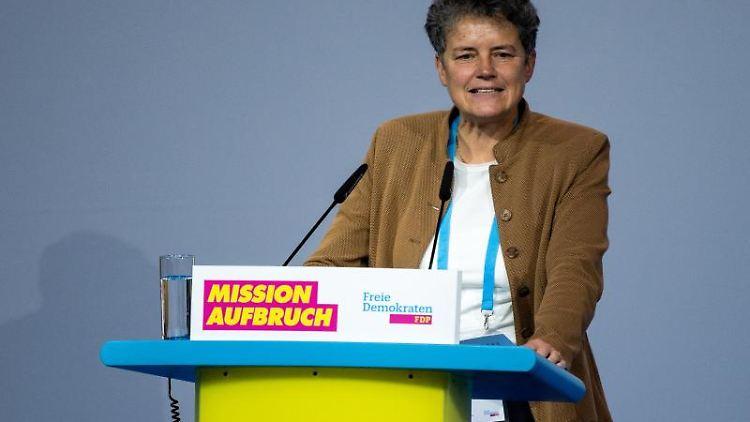 FDP-Vize-Chefin Lydia Hüskens spricht bei einemFDP-Bundesparteitag. Foto: Bernd von Jutrczenka/dpa/Archivbild