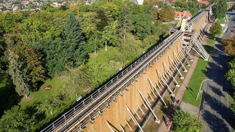 Das Gradierwerk in Bad Dürrenberg (Sachsen-Anhalt), aufgenommen am 18.09.2017 mit einer Drohne. Foto: Jan Woitas/dpa/Archivbild