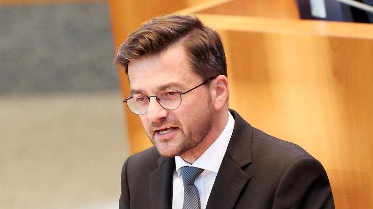 Der nordrhein-westfälische SPD Fraktionsvorsitzende Thomas Kutschaty spricht im Landtag. Foto: Roland Weihrauch/dpa