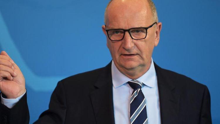 Dietmar Woidke (SPD) gestikuliert. Foto: Soeren Stache/dpa-Zentralbild/dpa