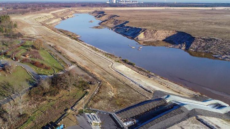 Blick über den ehemaligen Braunkohletagebau Cottbus-Nord und künftigen Cottbuser Ostsee. Foto: Patrick Pleul/dpa-Zentralbild/ZB/Archivbild
