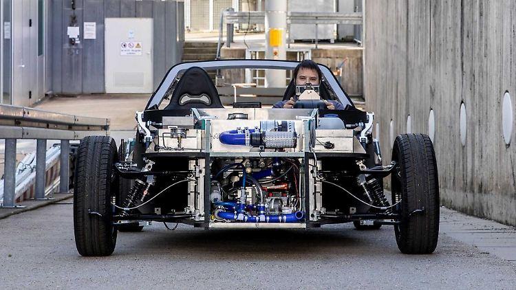 Safe-Light-Regional-Fahrzeug-SLRV-Montage-und-Test-des-ersten-SLRV-Prototyps-am-DLR-Institut-für-Fahrzeug-Konzepte-in-Stuttgart.jpg