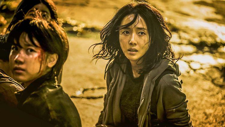 Min-jeong-Lee-Jung-hyun-kann-nicht-glauben-was-sie-sieht.jpg