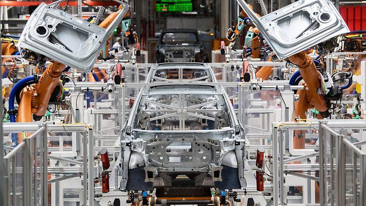 Vor allem die Vorzeigebranche Autoindustrie hat wegen Elektroautomobilität zu kämpfen.