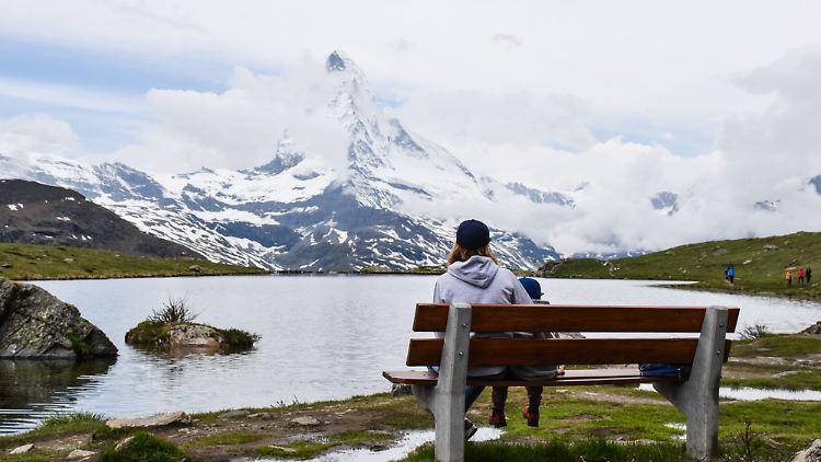 Grand Tour of Switzerland Blick auf das Matterhorn am Stellisee in Zermatt Copyright Esther Mattle.jpg