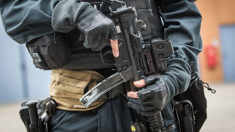 Auch Spezialkräfte der Polizei waren bei dem Großeinsatz dabei.