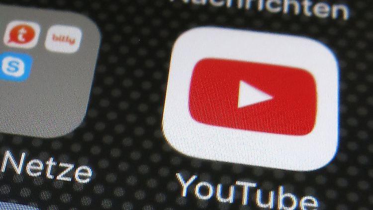 Youtube zieht nach und verschärft Maßnahmen gegen QAnon.