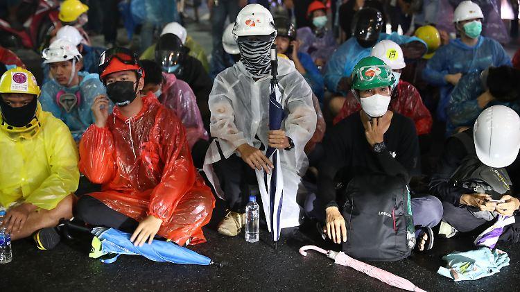 2020-10-18T121301Z_800236140_RC20LJ97QAQW_RTRMADP_3_THAILAND-PROTESTS.JPG