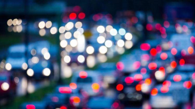 Stau auf einer Autobahn. Foto: Rolf Vennenbernd/dpa/Symbolbild
