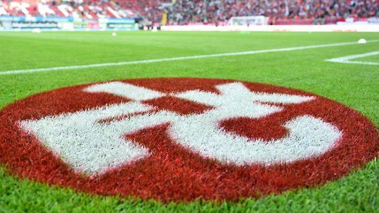 Das Logo des 1. FC Kaiserslautern. Foto: picture alliance/dpa/Archivbild