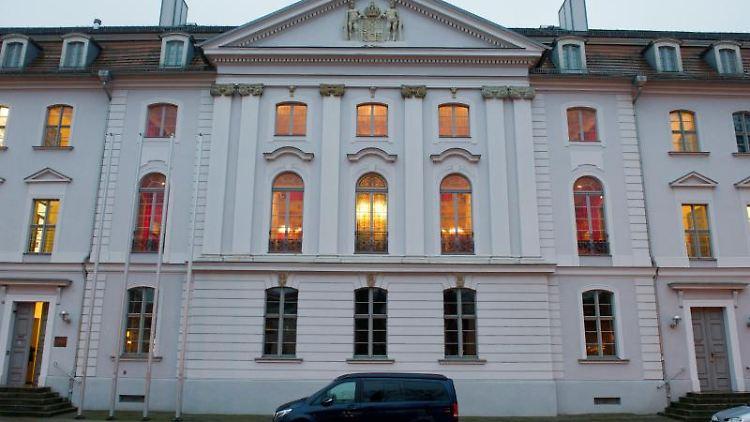 Blick auf das Hauptgebäude der Universität Greifswald. Foto: Stefan Sauer/dpa-Zentralbild/dpa/Archivbild
