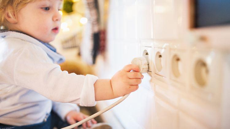 Zuhause lauern einige Gefahren für Kinder.