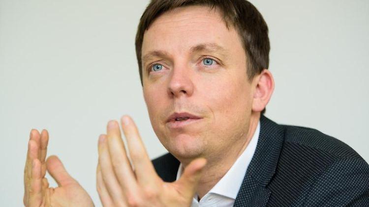 Tobias Hans (CDU), Ministerpräsident des Saarlandes, spricht. Foto: Oliver Dietze/dpa/Archivbild