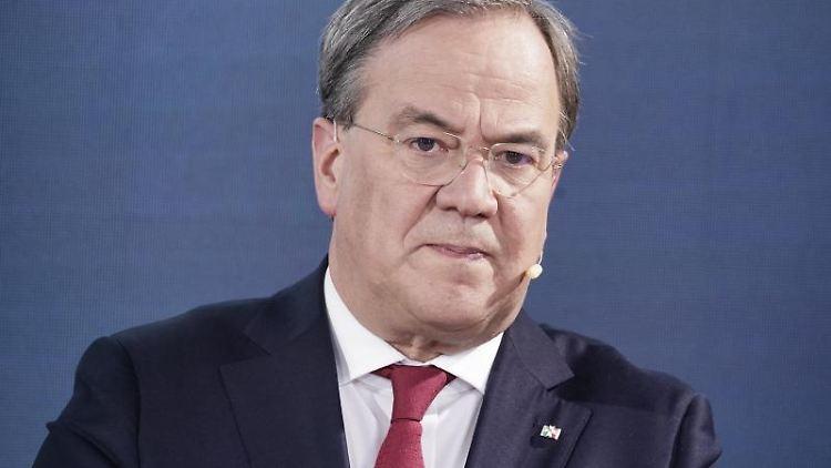 NRW-Ministerpräsident Laschet (CDU)hat sich bestürzt über den Tod von Thomas Oppermann (SPD) geäußert. Foto: Michael Kappeler/dpa-pool/dpa