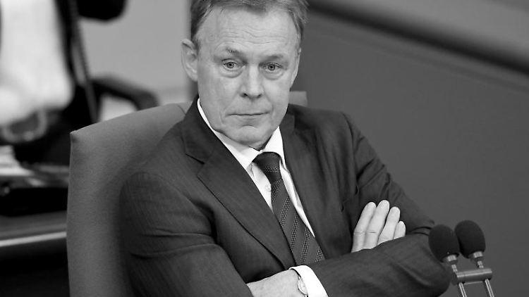 Bundestagsvizepräsident Thomas Oppermann (SPD) nimmt an einer Bundestagssitzung teil. Foto: Britta Pedersen/zb/dpa/Archivbild