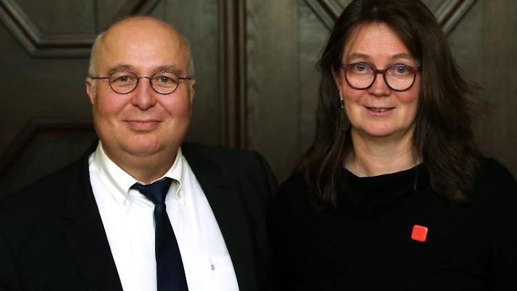 Juliane Kleemann (r) und Andreas Schmidt (l). Foto: Ronny Hartmann/dpa/Archivbild