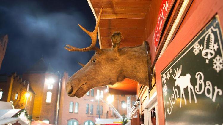 Blick auf den Lucia-Weihnachtsmarkt in der Kulturbrauerei. Foto: picture alliance / Jörg Carstensen/dpa/Archivbild