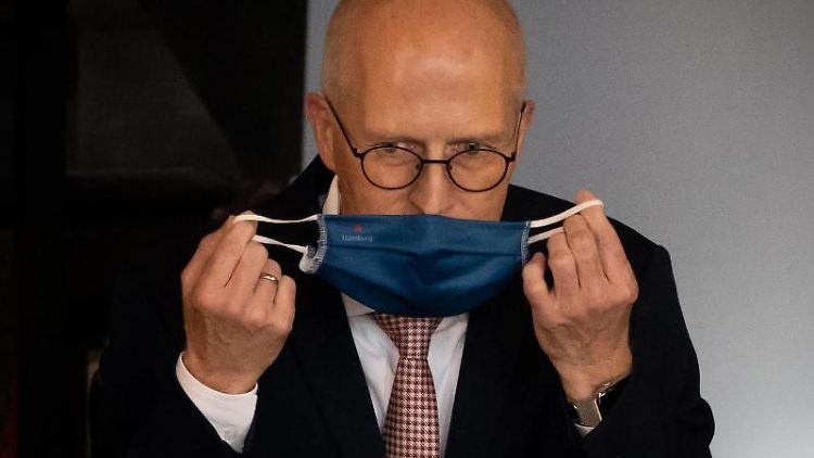 Peter Tschentscher (SPD), Erster Bürgermeister in Hamburg, mit Maske. Foto: Christian Charisius/dpa