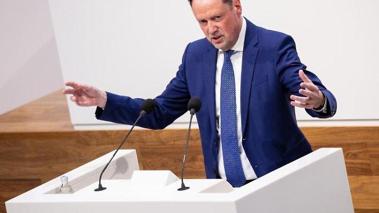 Dirk Toepffer (CDU), Vorsitzender seiner Fraktion im Niedersächsischen Landtag, spricht. Foto: Moritz Frankenberg/dpa