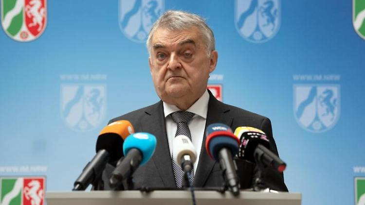 Herbert Reul (CDU), Innenminister von Nordrhein-Westfalen, spricht. Foto: Federico Gambarini/dpa