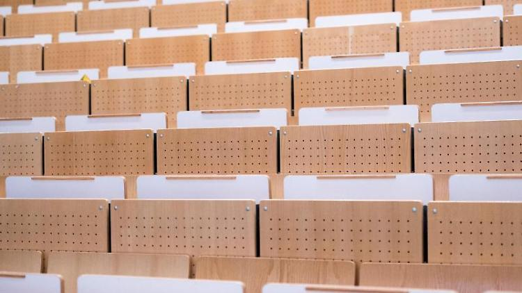 Leere Sitzplätze in einem Vorlesungssaal. Foto: Patrick Pleul/dpa-Zentralbild/ZB/Symbolbild