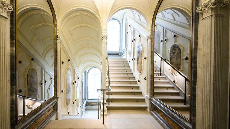 Historisches Treppenhaus im Rothschild Palais. Foto: Andreas Arnold/dpa/Archivbild